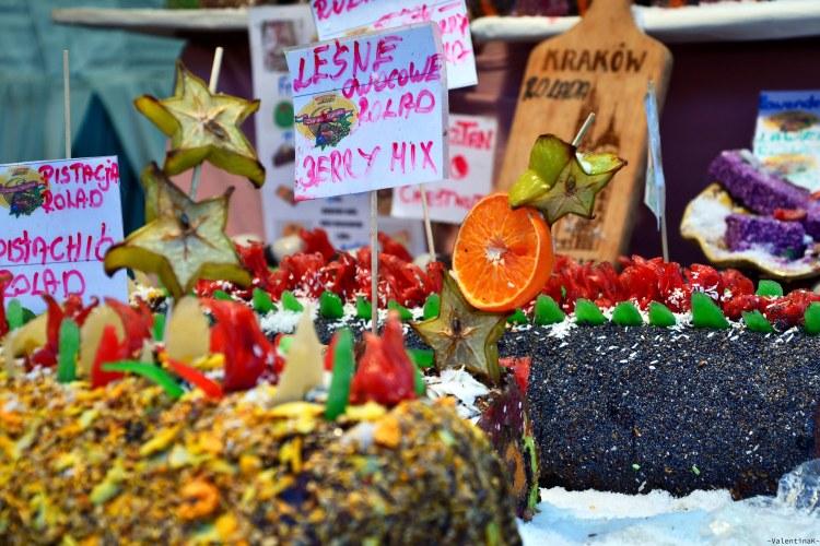 cafè e sale da tè a cracovia: dolci tipici e colorati in vendita ai mercatini di natale di cracovia