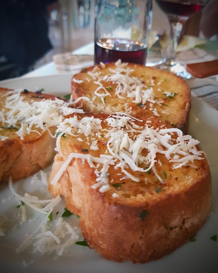 dove mangiare sull'isola di corfù: il pane all'aglio