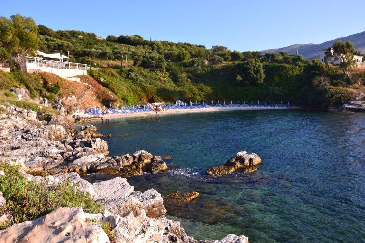 spiagge imperdibili sull'isola di corfù: la spiaggetta di pipitos