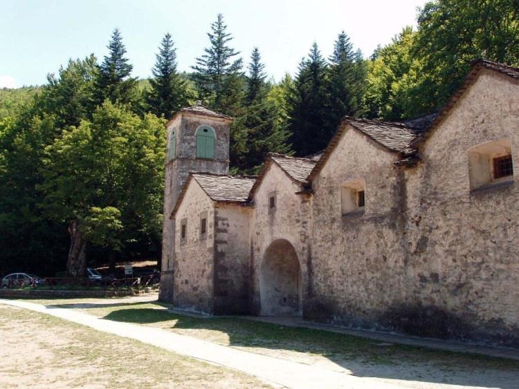 gita alle cascate del dardagna: il santuario di madonna dell'acero e l'antico acero