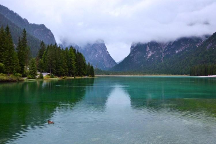 Cosa fare in Val Badia quando piove: gita al lago di dobbiaco