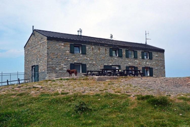 escursione al corno alle scale e al lago scaffaiolo: il rifugio duca degli abruzzi