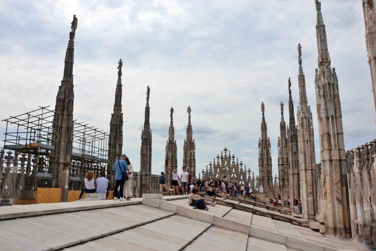 curiosità sul Duomo di Milano: il tetto calpestabile più grande del mondo per una cattedrale