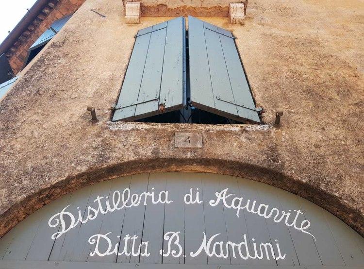 insegna dell'antica distilleria nardini