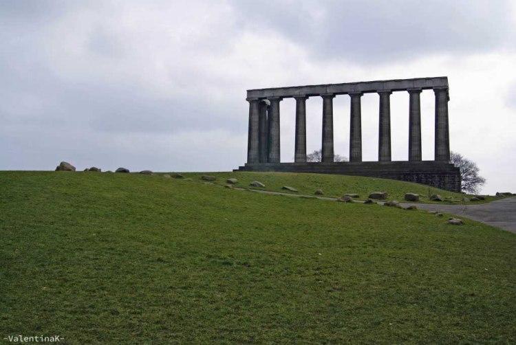 Monumento nazionale simile a un partenone greco a edimburgo città