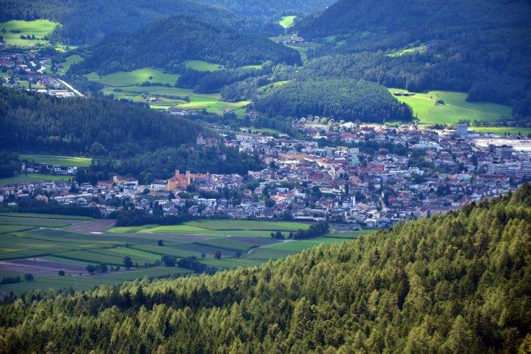 panorama dall'alto sulla città di brunico