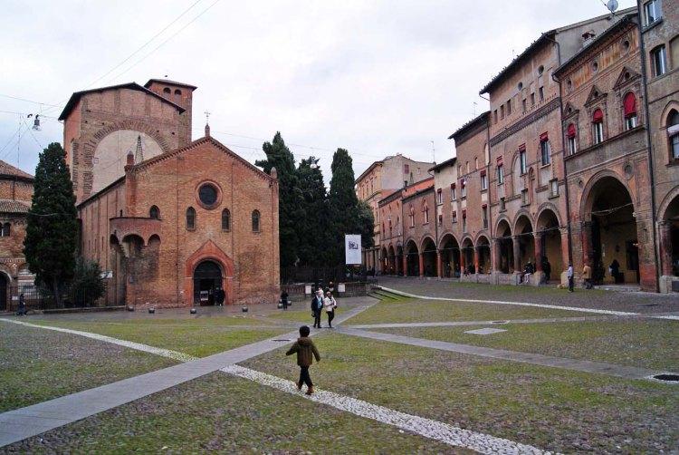 città italiane da visitare in autunno: piazza santo stefano di bologna