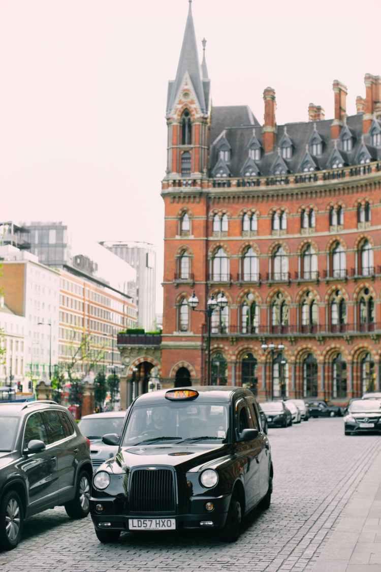 luoghi di harry potter a londra: taxi nero e stazione di st. pancras
