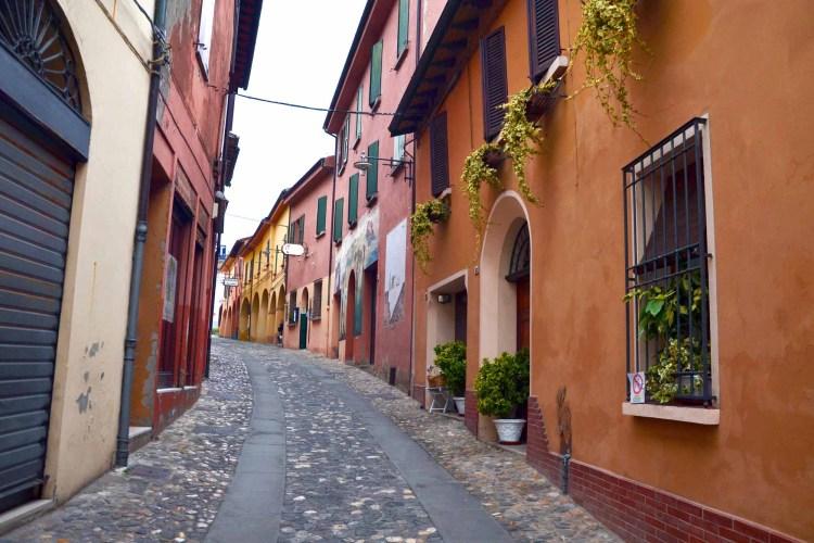 visitare dozza - le stradine di questo meraviglioso borgo dipinto bolognese