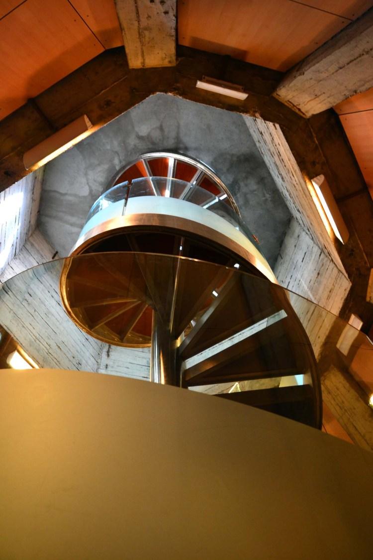 la scala a chiocciola della torre del pilar di saragozza