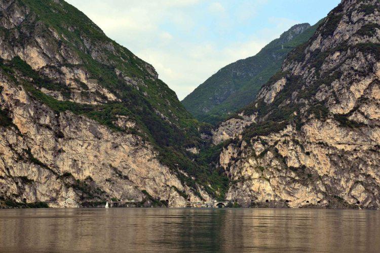 Da Riva del Garda al lago di Ledro in bicicletta passando per il sentiero del ponale