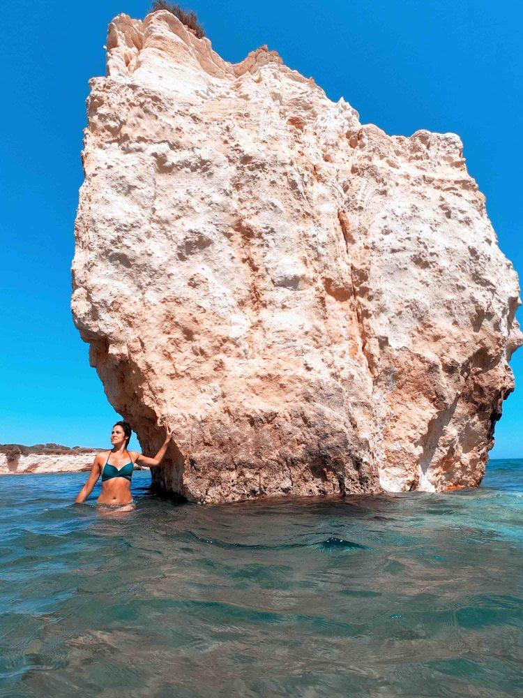 spiagge imperdibili nella sicilia sudorientale: i faraglioni di ciriga