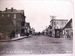 Queen Street looking down Lake Street, 1913.wcmd