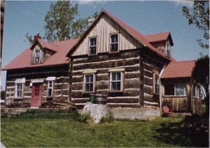 A classic log home for this area. Private Collection.