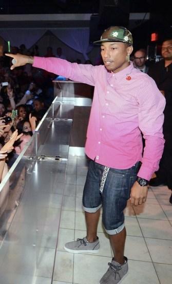 Pharrell+Williams+Pharrell+Williams+Performs+DXl-THE5NYGx