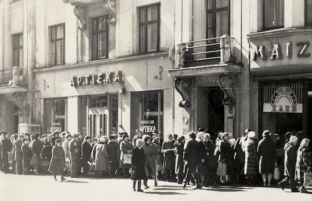 Latvian_Bread_line