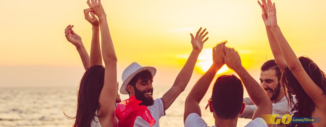 Chiringuitos de playa con amigos