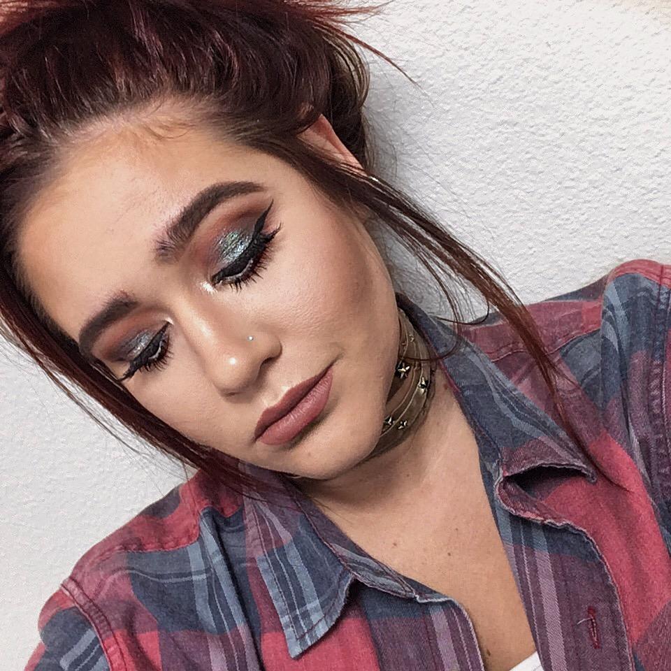 Blue Brown Pigment Makeup Look