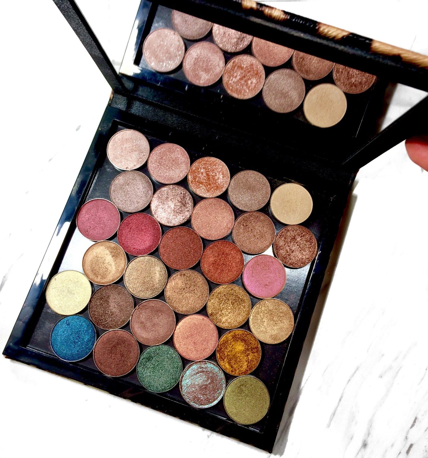 Neutral Shimmer Eyeshadow Palette