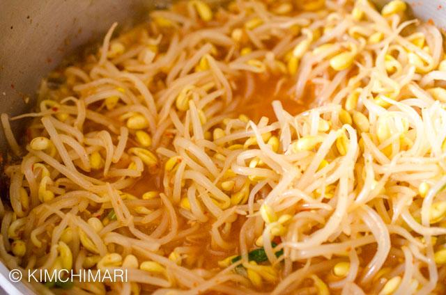 Soybean sprouts (kongnamul) cooked seasoned in pot