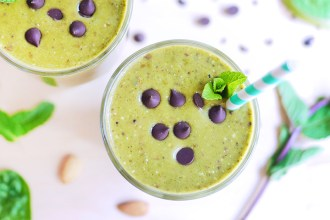 Kim D'Eon's delicious mint chocolate chip #smoothie recipe| #KimDEon - Holistic Nutrionist