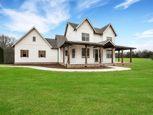 Ooltewah Modern Farmhouse