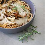 Linzen-spaghettig met champignonnensaus