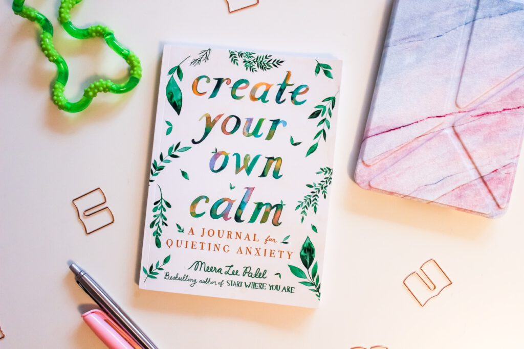 """Create your own calm. A journal for quieting anxiety"""" von Meera Lee Patel"""
