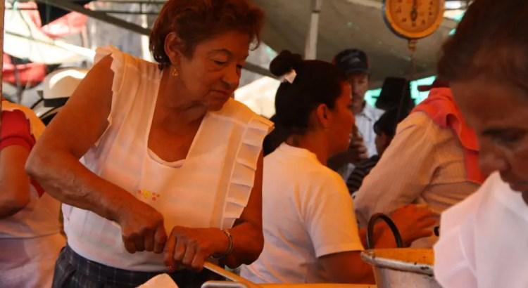 Koken op de markt in Villa de Leyva Colombia