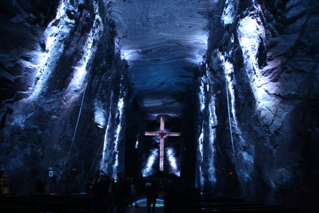 De zoutkathedraal van Zipaquira is 18 meter hoog.