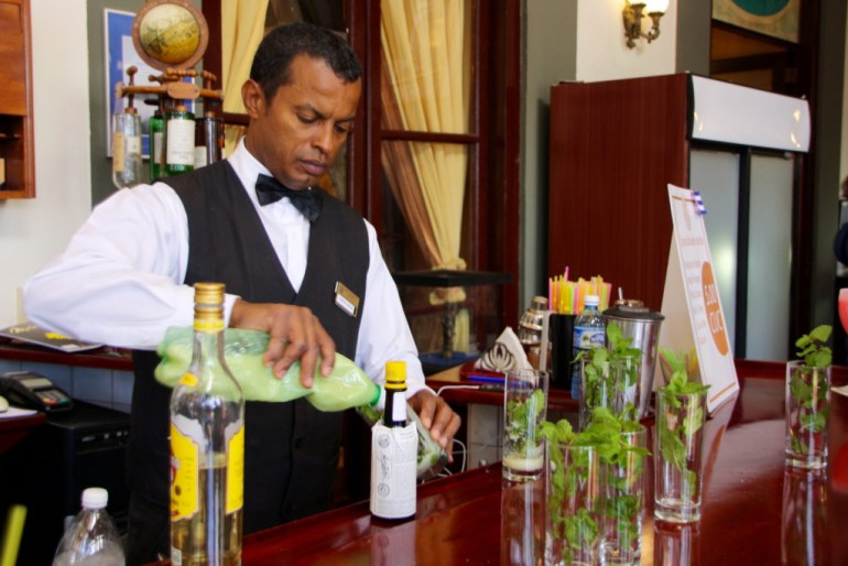 barman Hotel Nacional Cuba Havana mojito
