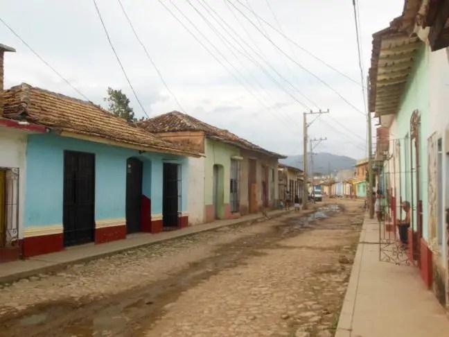 Zeldzaam lege straat in Trinidad