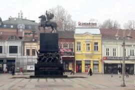 Standbeeld op het centrale plein van Niš