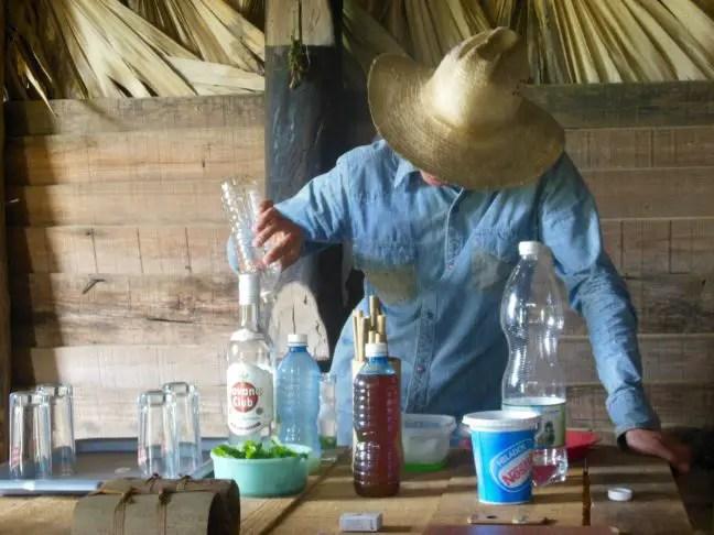 Mojito's maken op de plantage.