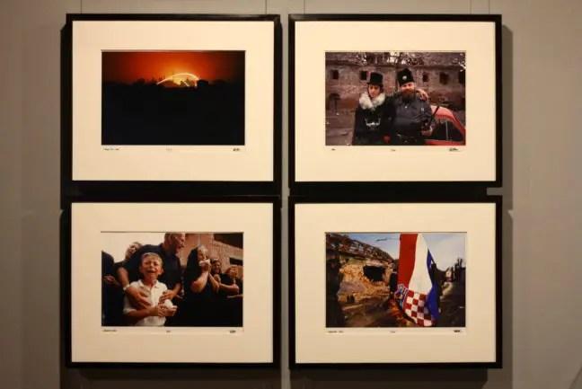 De expositie richt zich op oorlog en geweld in heel de wereld. Indrukwekkende oorlogsfotografie.