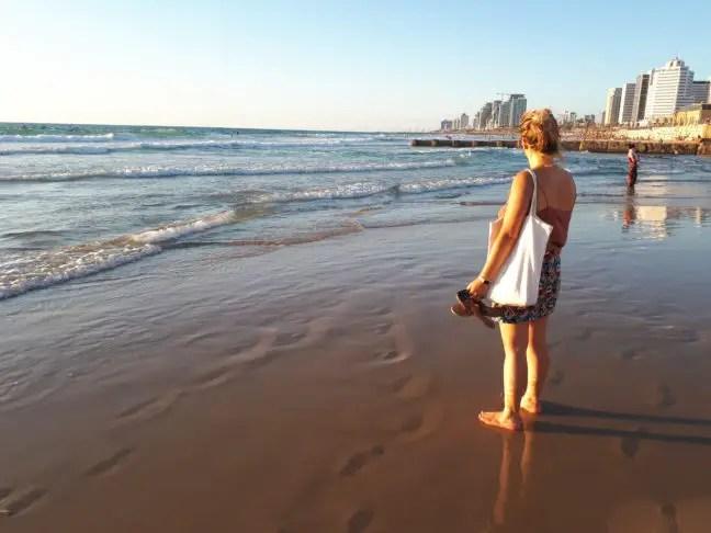 Tel Aviv strand bij zonsondergang.