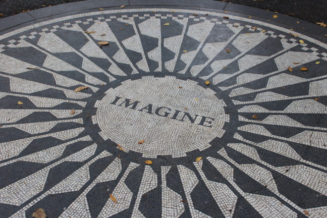 John Lennon monument bij Strawberry Fields.