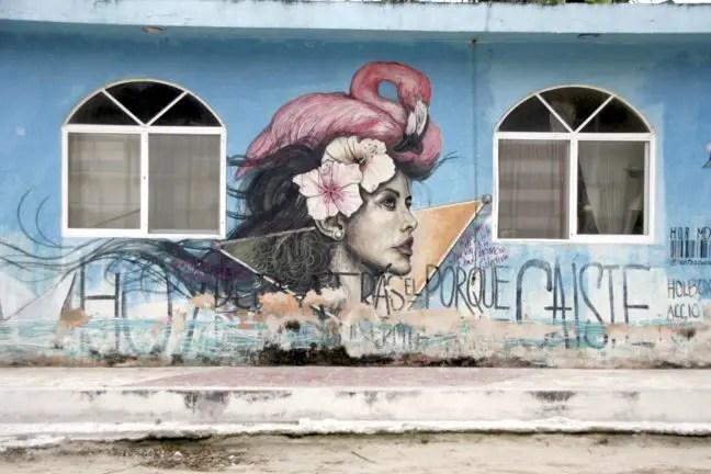 Je ziet veel verschillende stijlen street art op het eiland.