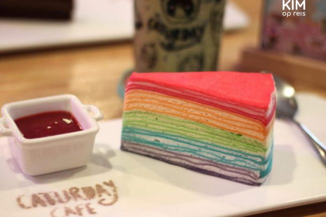 Rainbow Cake in het Caturday Cafe, Bangkok