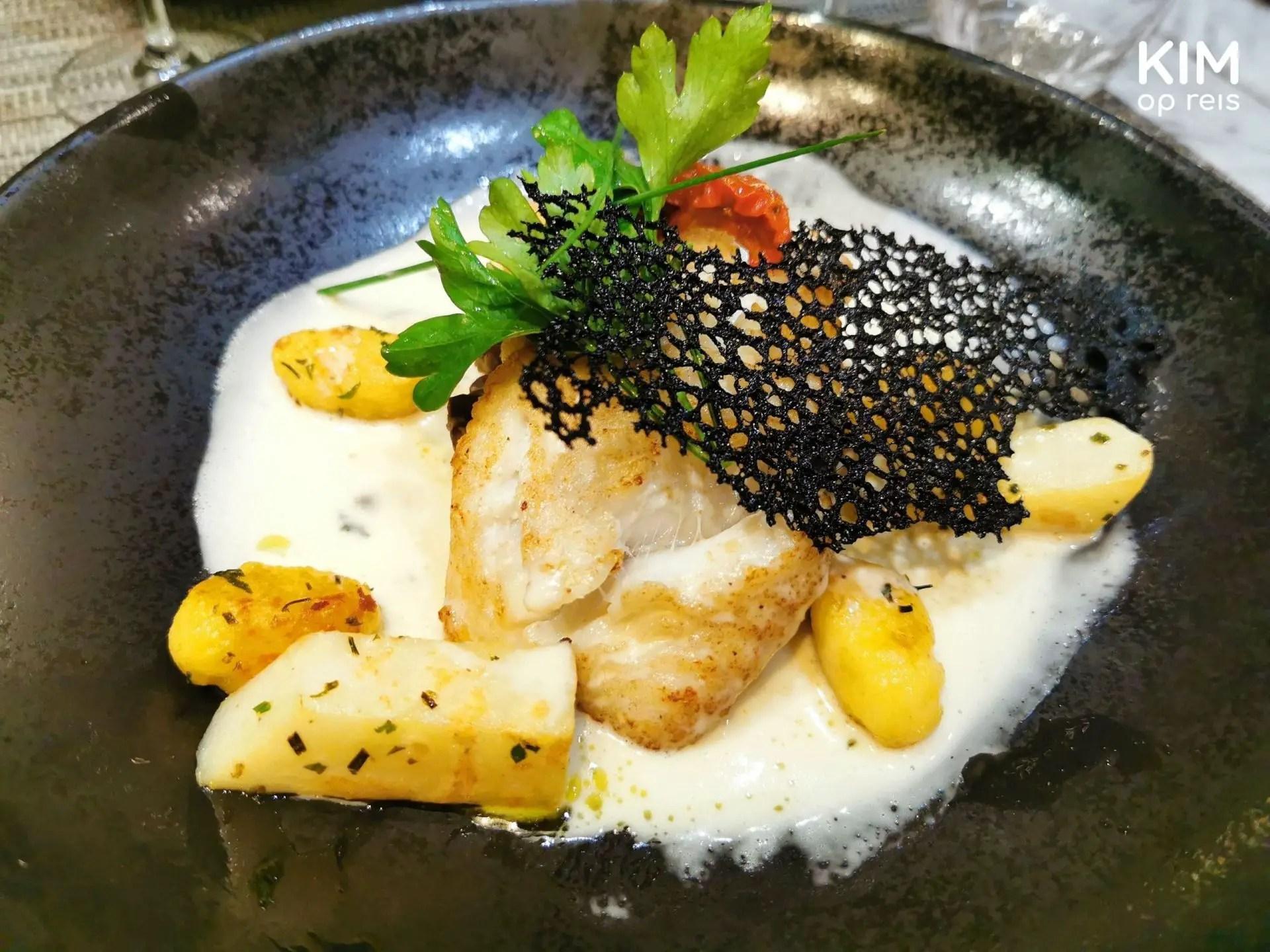 Restaurant La Table Kobus Epernay: witvis in een witte saus met aardappeltjes