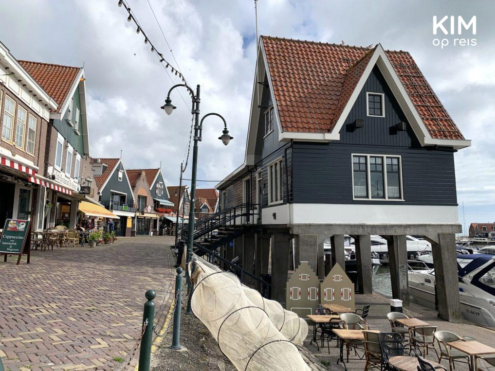 De Dijk in the morning Volendam - De Dijk with the characteristic harbor house