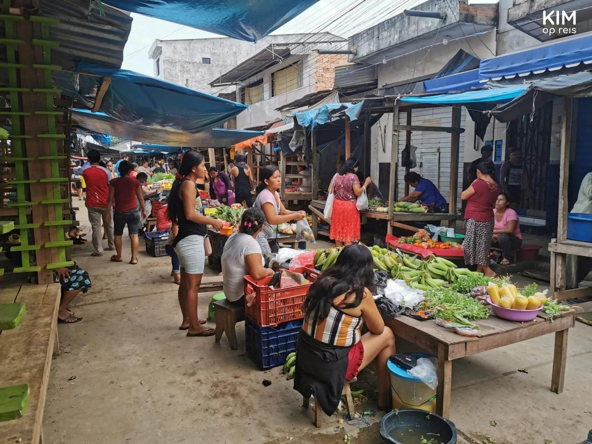 Gestrand in Jungle Peru markt Nauta