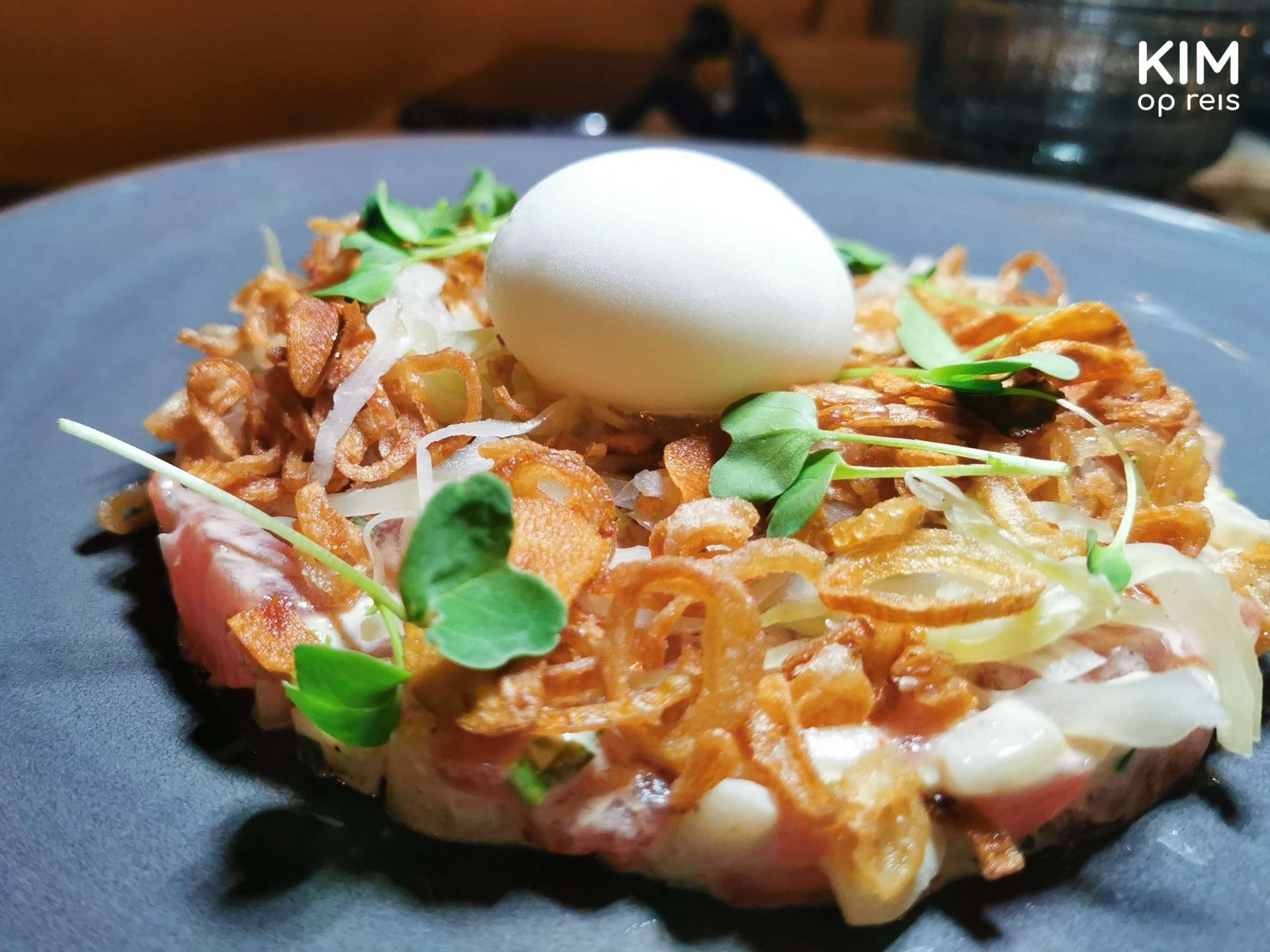Restaurant Mosa tartare Curaçao: tuna tartare with an egg on top