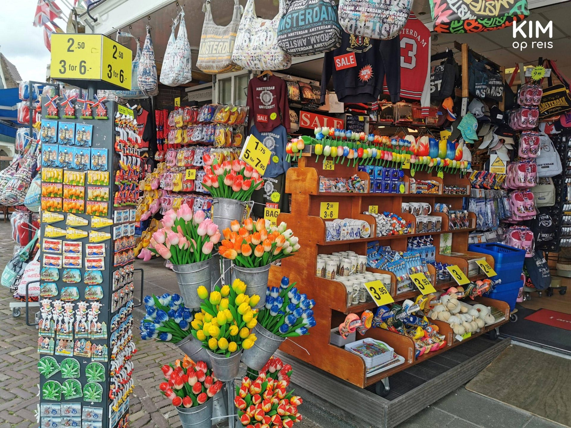 Souvenir shop Volendam - full shop with magnets, tulips, bags, and more