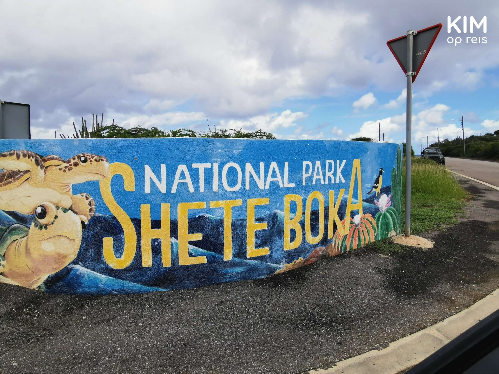 Entrance National Park Shete Boka: a painted wall with the name of the park and turtles on it