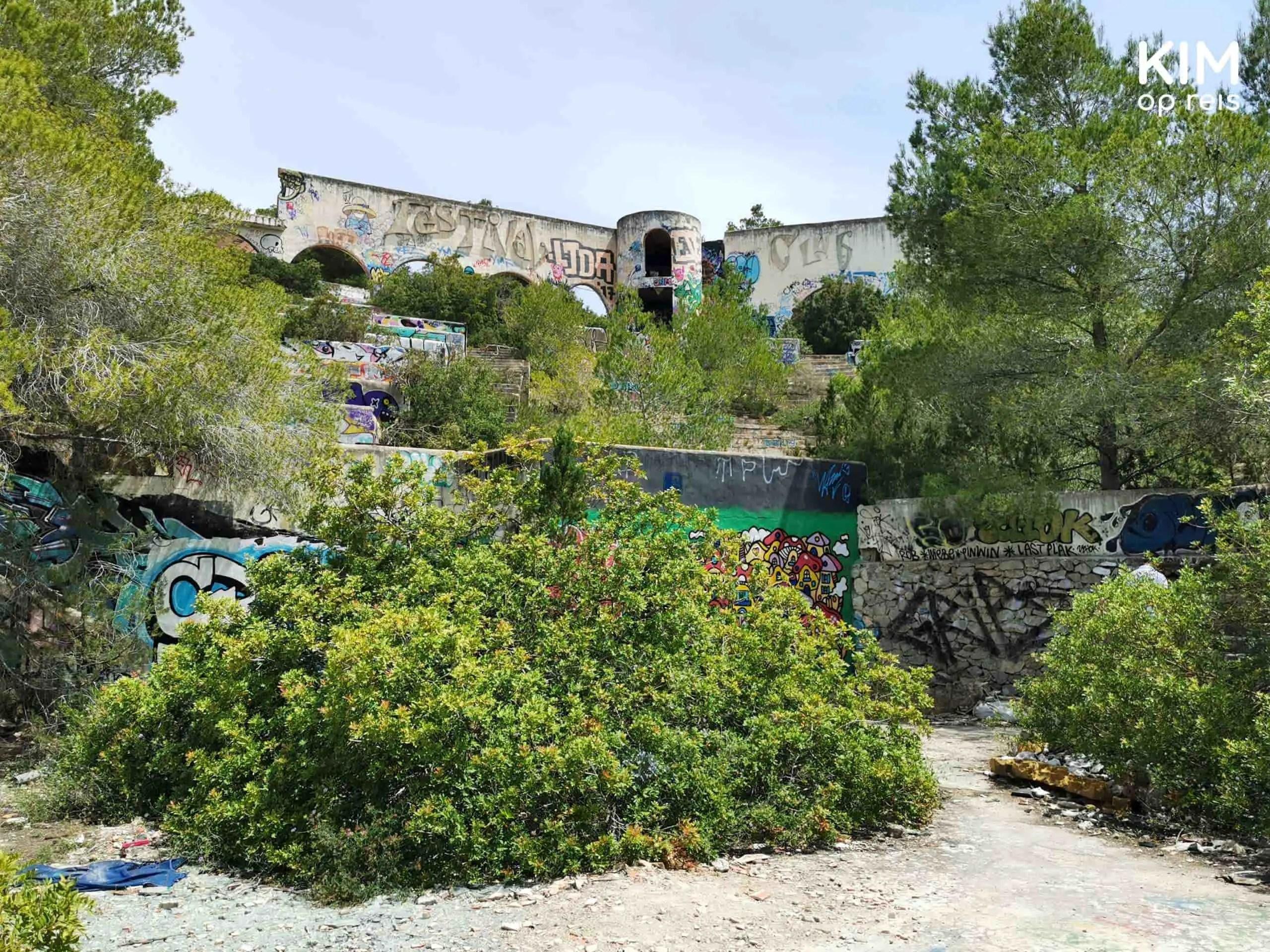 Abandoned Festival Club Ibiza: verlaten club, volledig begroeid