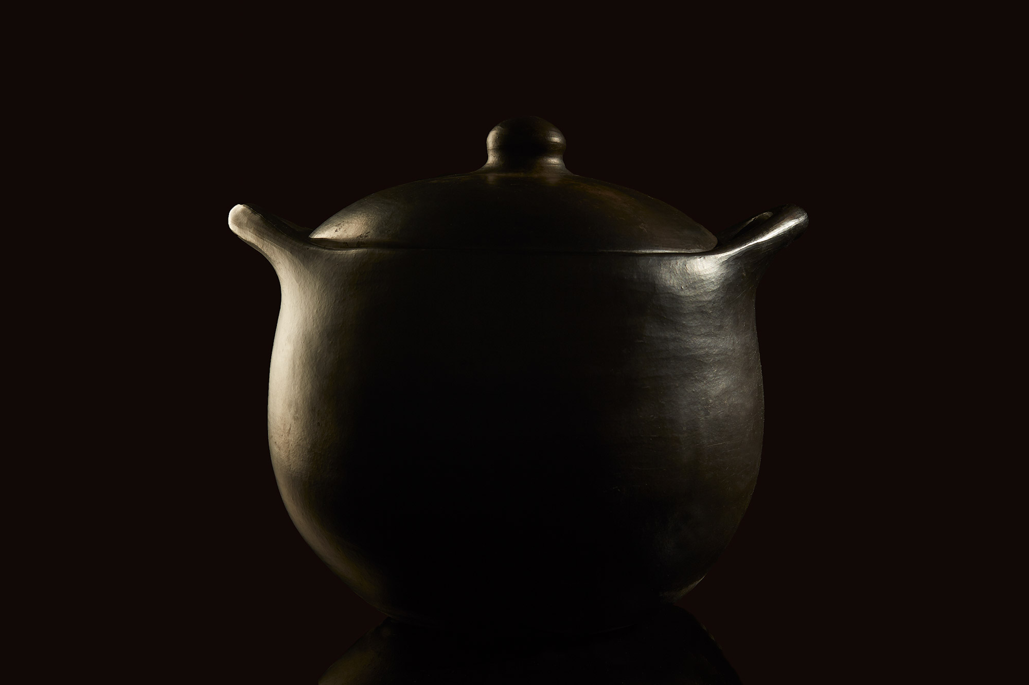 still_life_caldron_black