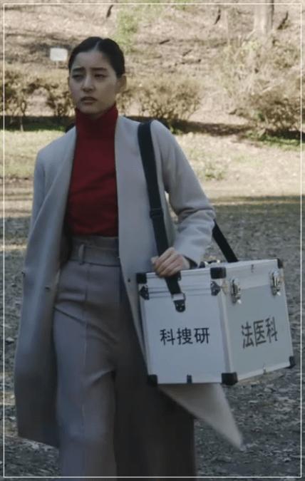 トレース[3話]新木優子の着用のファッション!パンツにセーターも!5