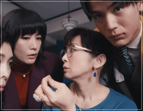 QUEEN[5話]斉藤由貴の衣装やメガネ!ワンピースにニットやブラウスも20
