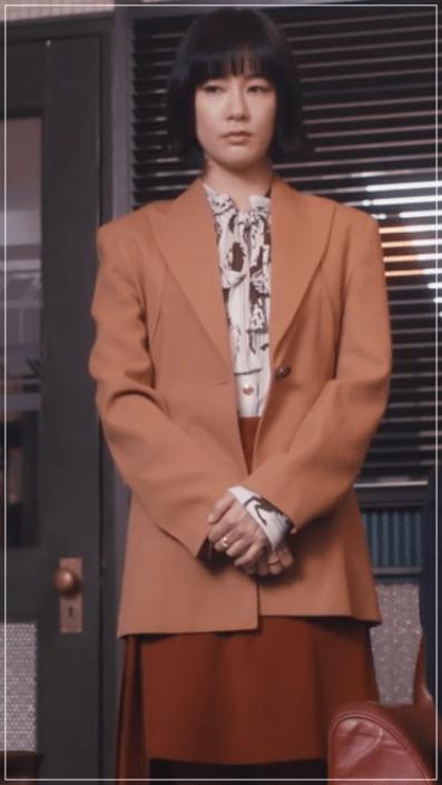 QUEEN[5話]水川あさみの服!スーツにネックレス!ブシュロンも39